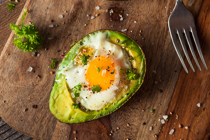 baked-egg-in-avocado-720